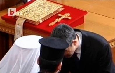 Росен Плевнелиев се закле с ръка на конституцията